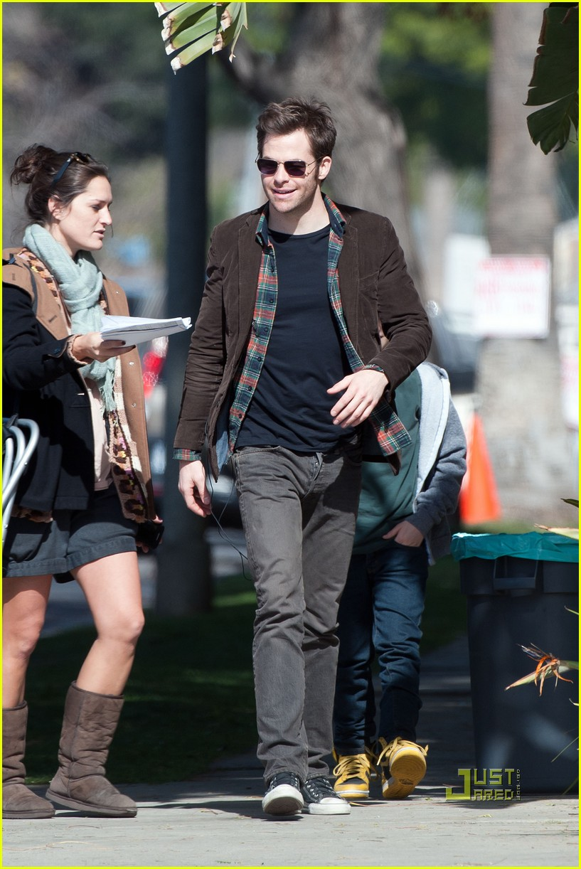 chris pine sunglasses welcome to people 01