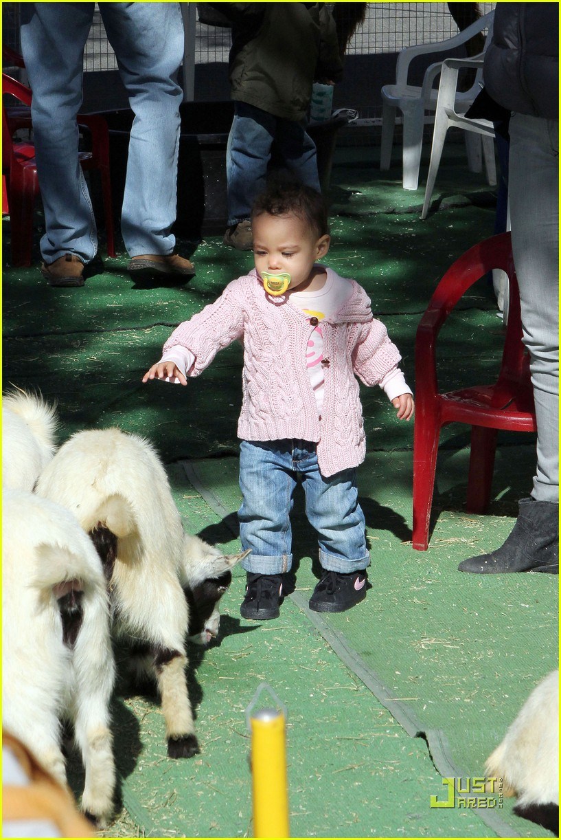 ellen pompeo petting zoo with stella 08
