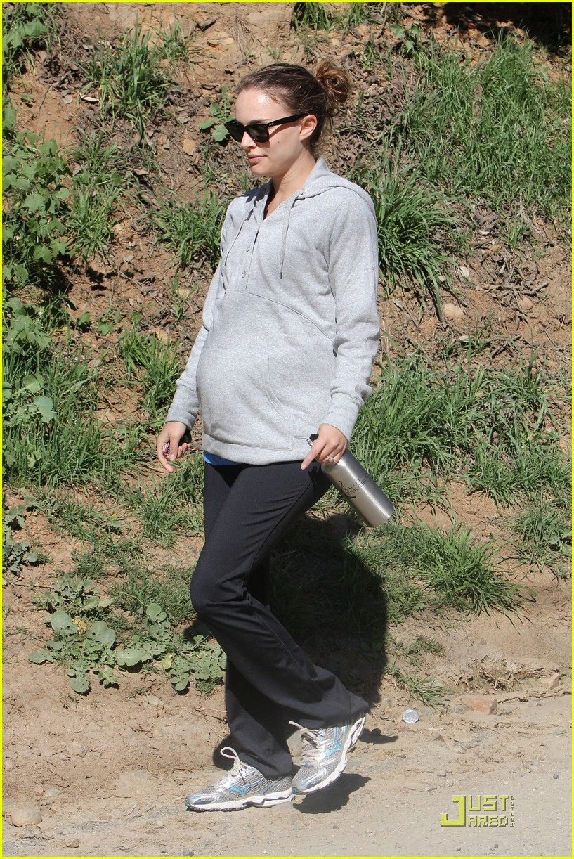 natalie portman beachwood canyon baby bump 02