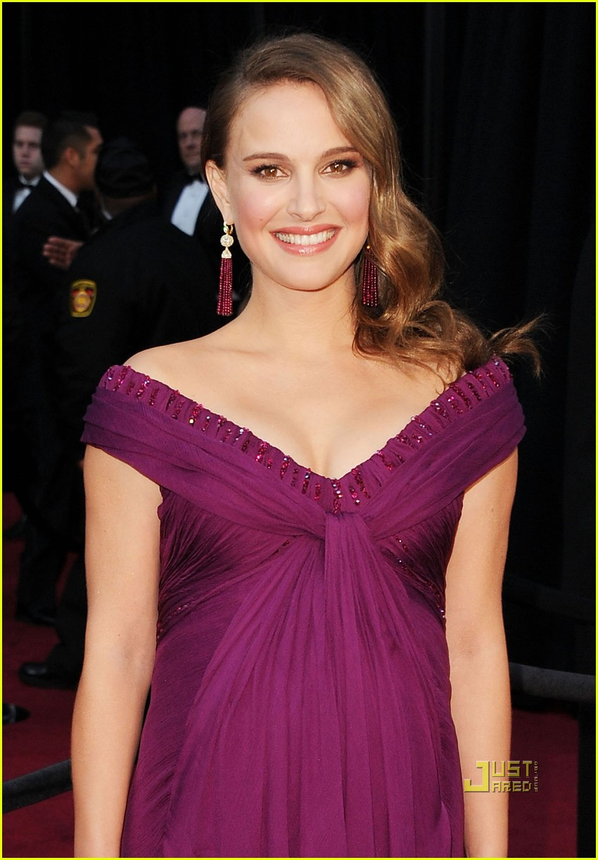 natalie portman oscars 2011 red carpet 01