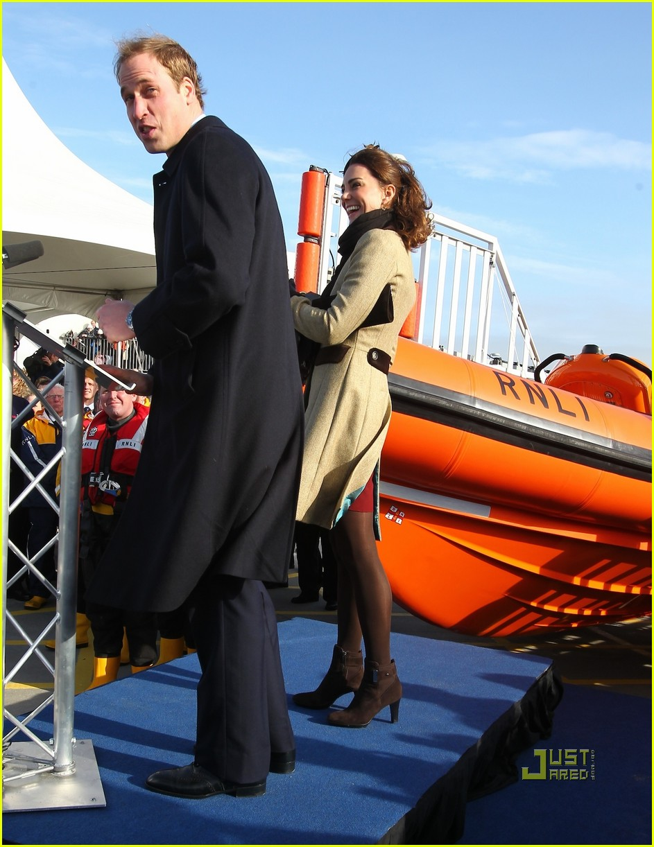prince william kate middleton lifeboat 012522559