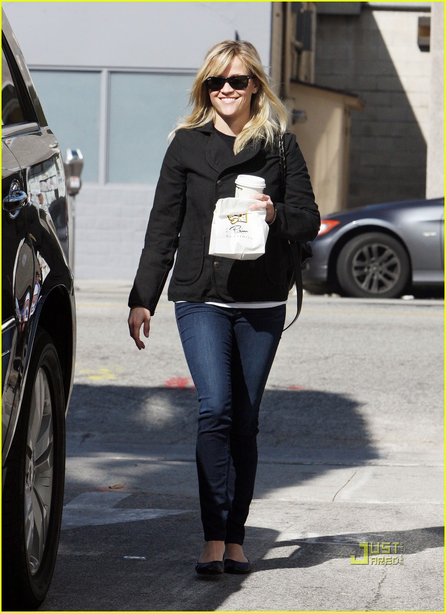 reese witherspoon wedding dress shopping 07