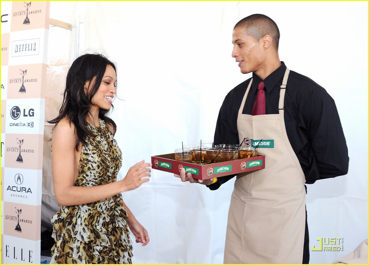 zoe saldana rosario dawson spirit awards 07