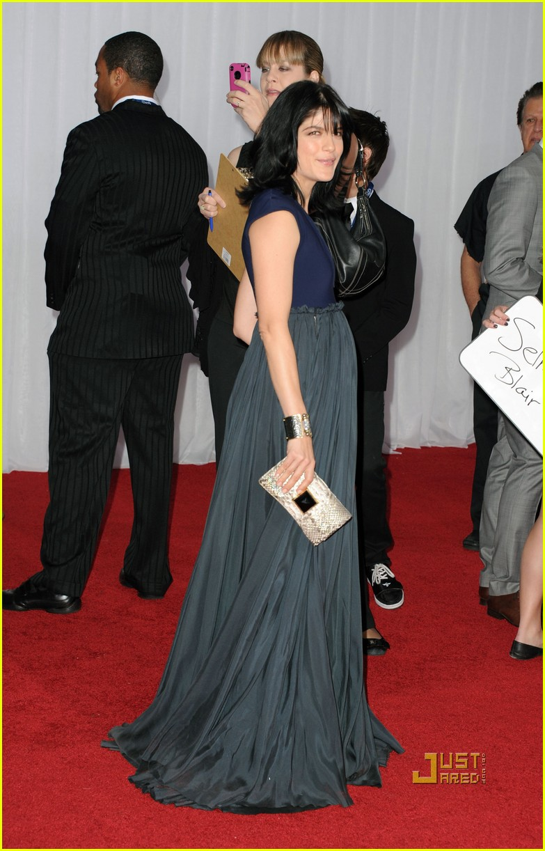 selma blair 2011 grammys red carpet 092519176