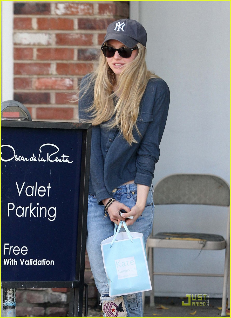 amanda seyfried urth cafe cutie 07
