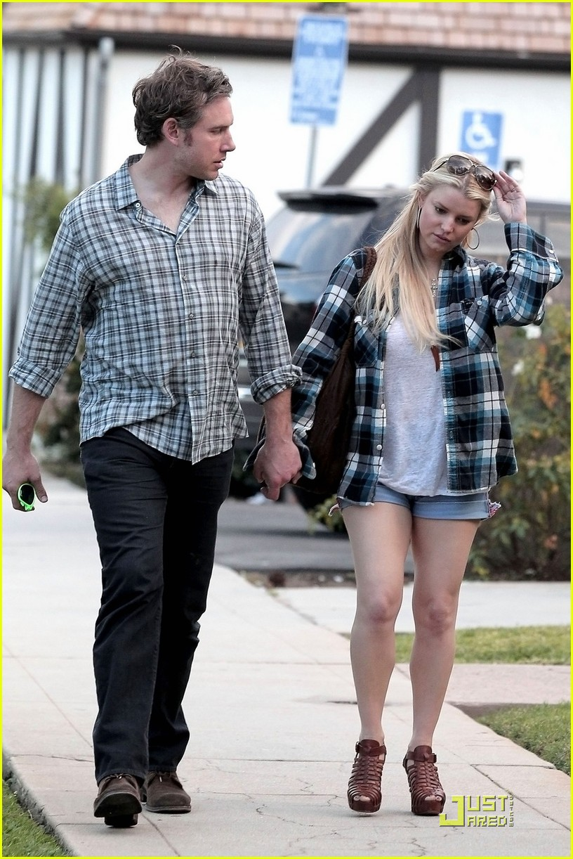 jessica simpson eric johnson munch on lunch 01