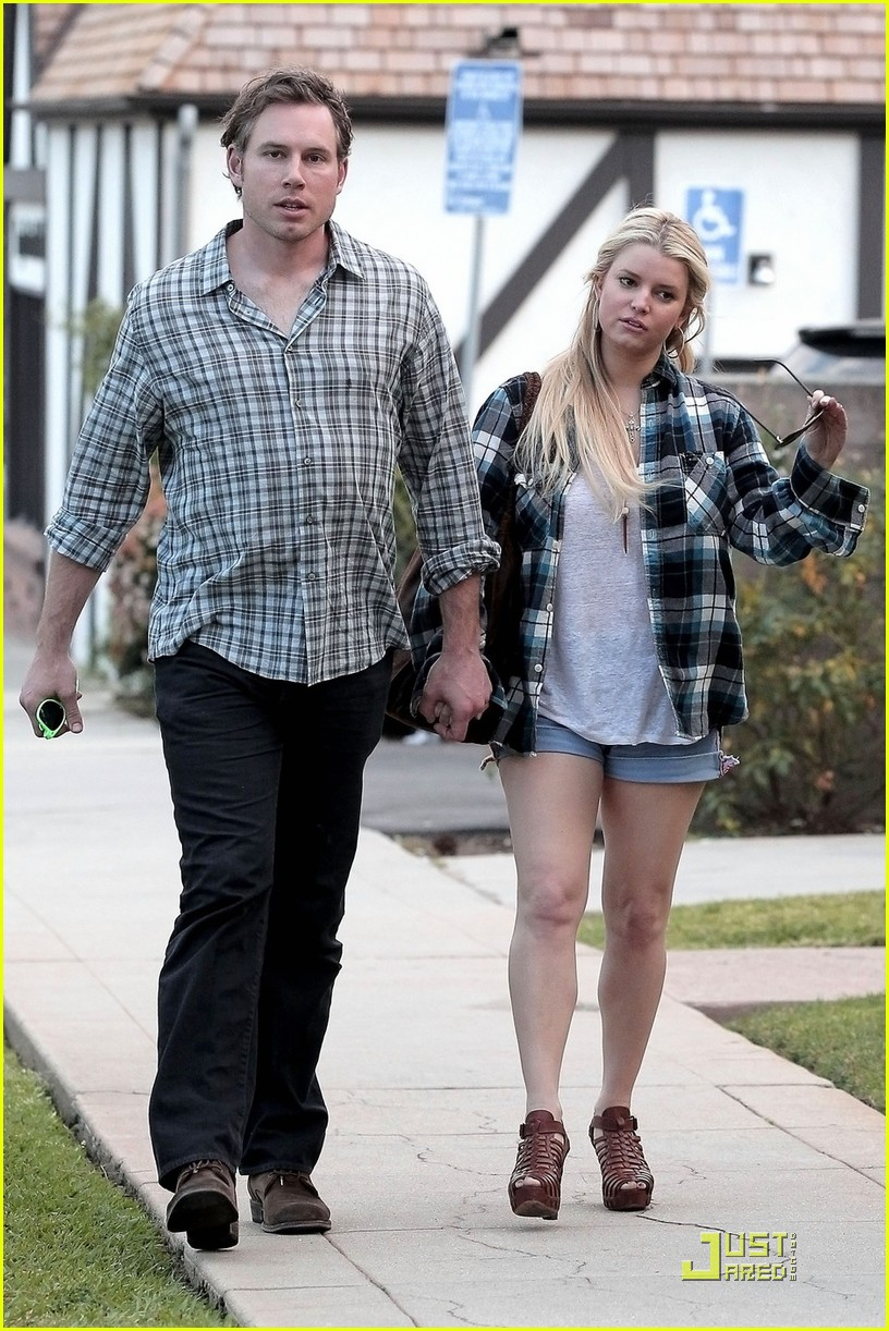 jessica simpson eric johnson munch on lunch 02