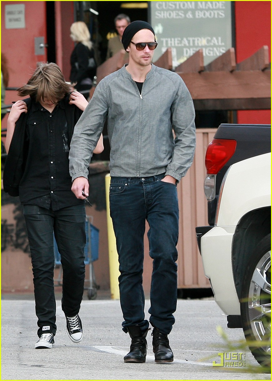 alexander skarsgard griddle cafe mom and brother 032522863