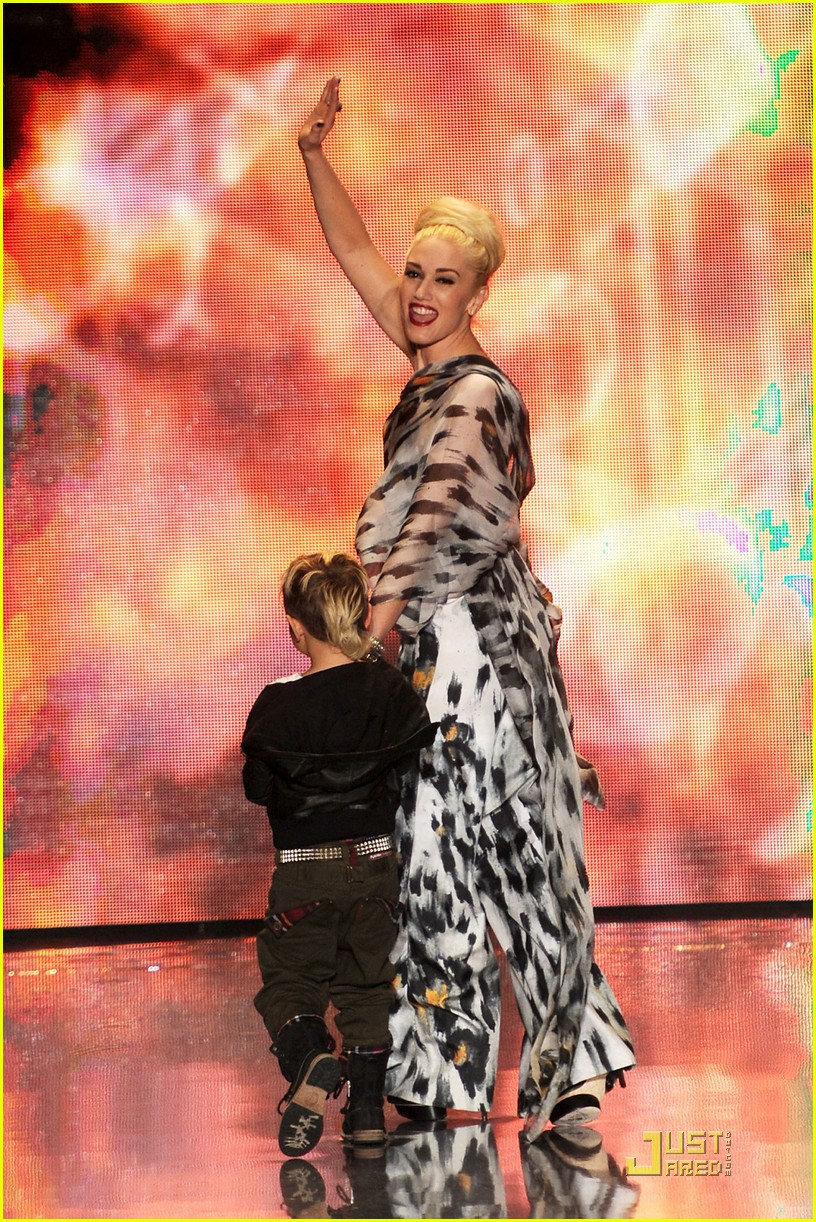 gwen stefani lamb runway with kingston 04