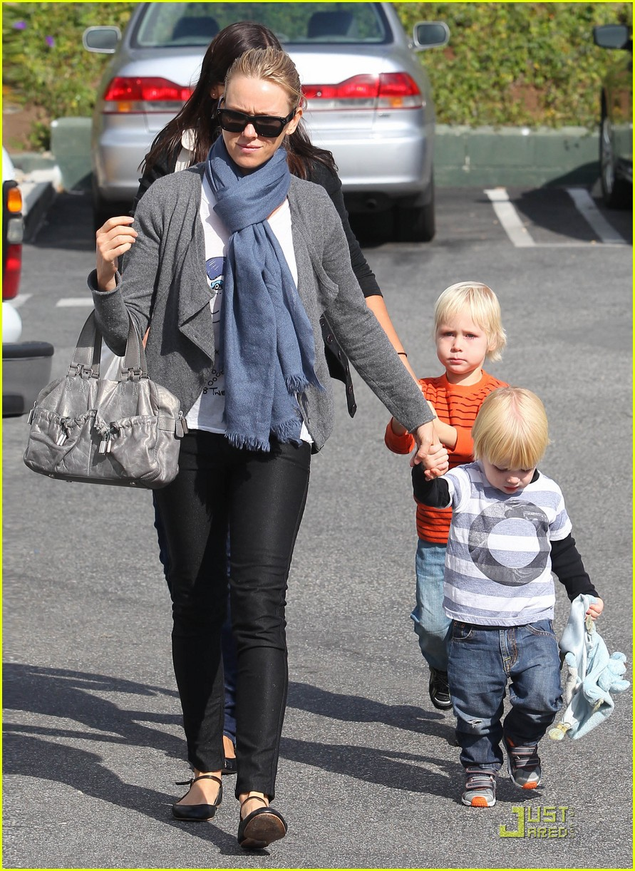 jnaomi watts park playdate with the boys 03