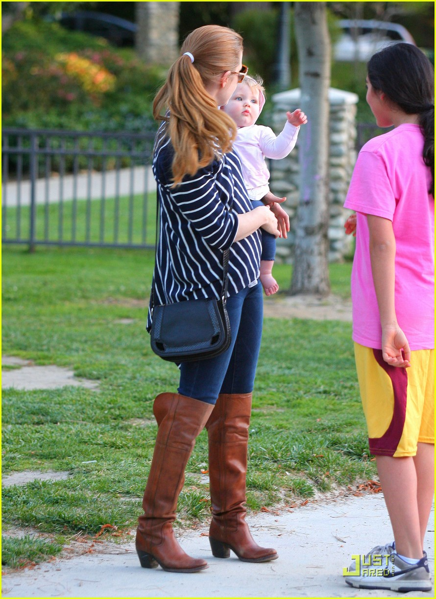 amy adams plays in the park with aviana 01