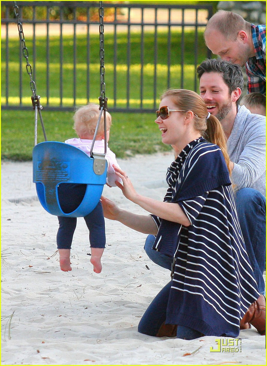 amy adams plays in the park with aviana 112526645