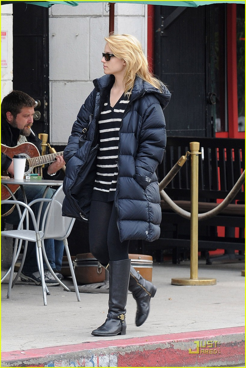 dianna agron newsstand pit stop 01