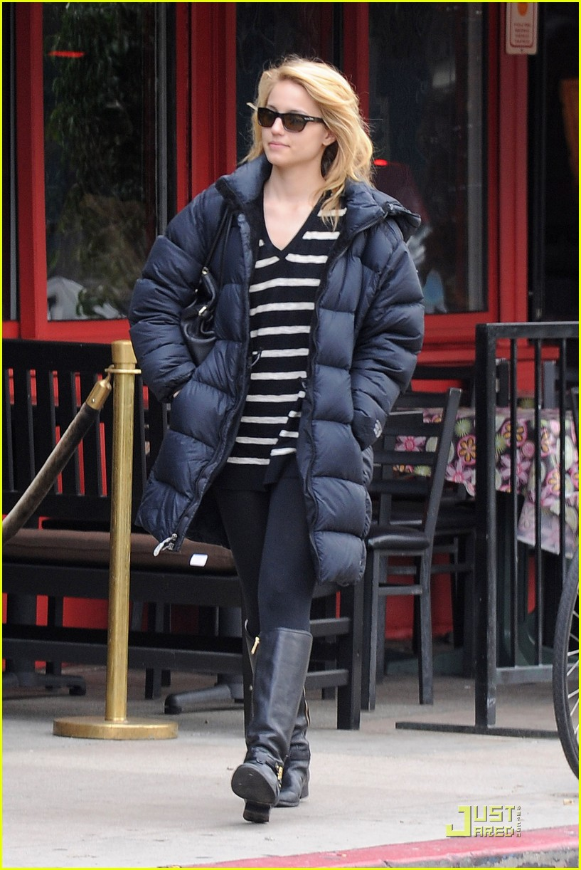 dianna agron newsstand pit stop 04