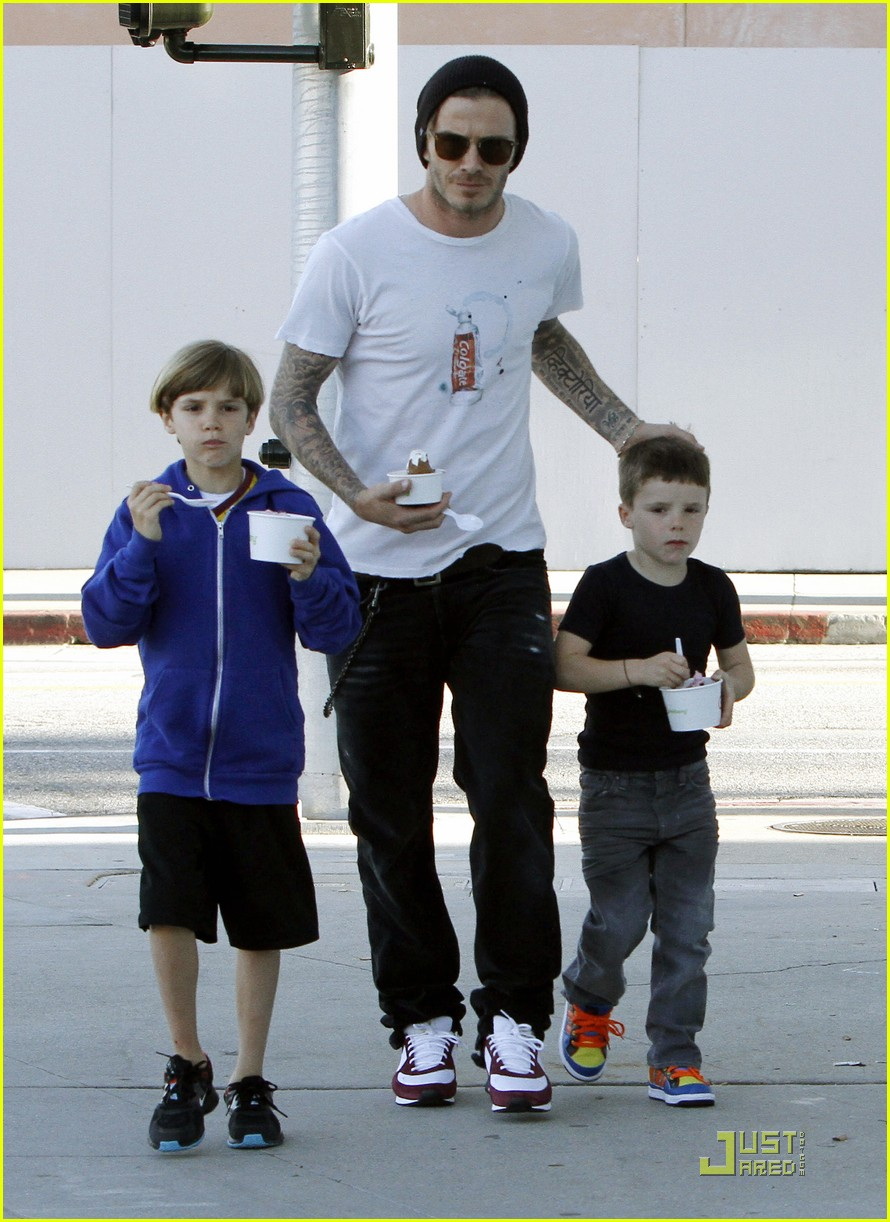 david beckham pinkberry with the boys 03