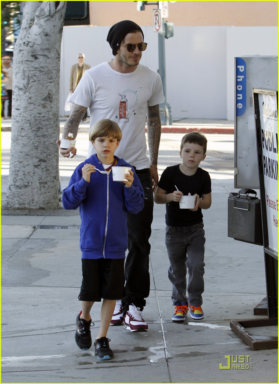 david beckham pinkberry with the boys 05