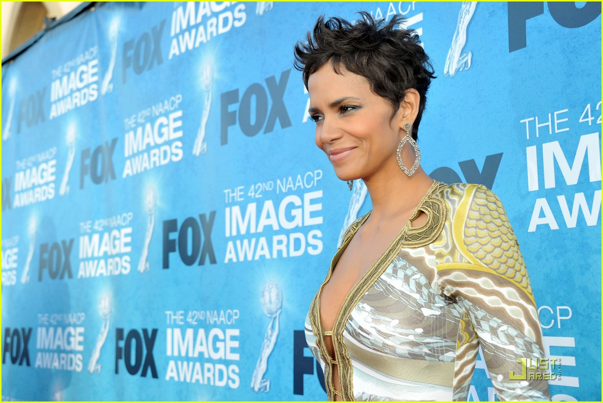 halle berry naacp image awards 08