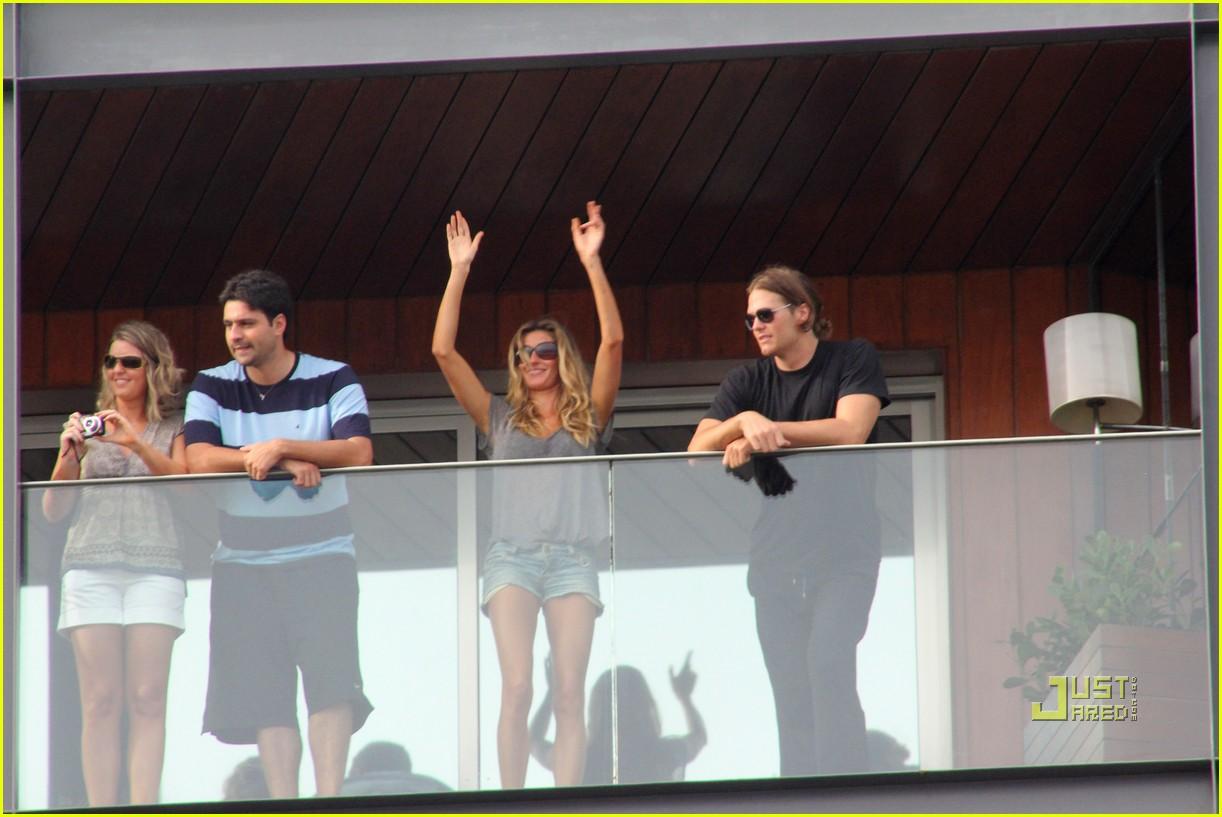 gisele bundchen tom brady brazil balcony 03