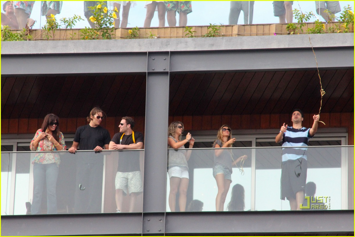 gisele bundchen tom brady brazil balcony 09