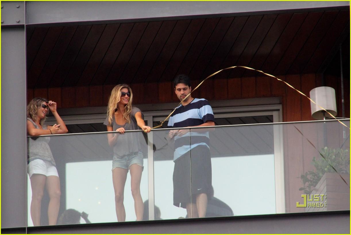 gisele bundchen tom brady brazil balcony 10