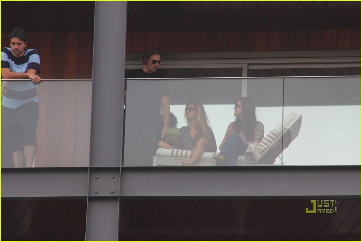 gisele bundchen tom brady brazil balcony 21