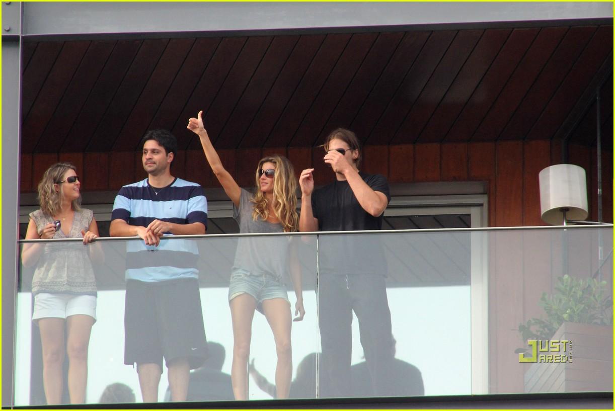 gisele bundchen tom brady brazil balcony 31