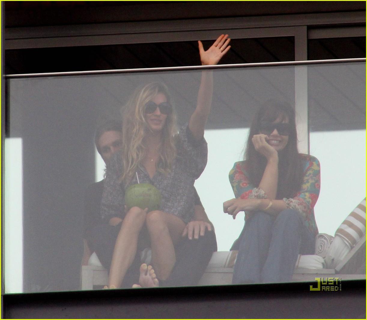 gisele bundchen tom brady brazil balcony 34