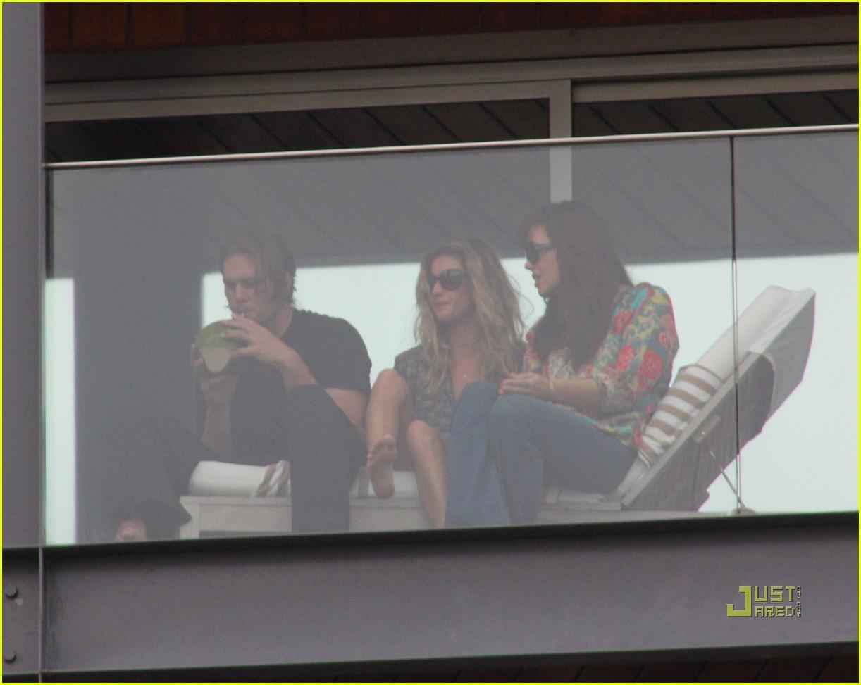 gisele bundchen tom brady brazil balcony 35