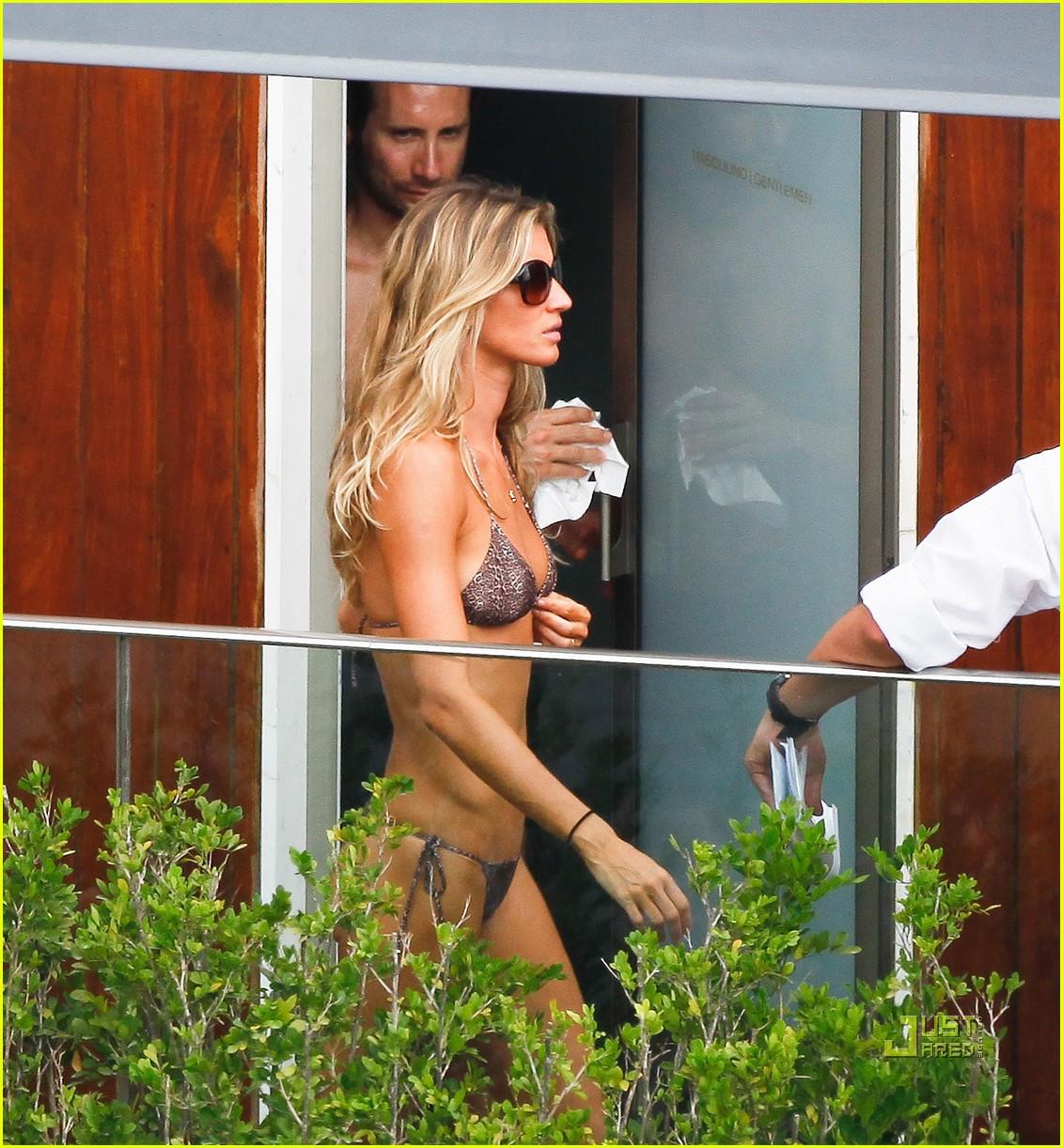 gisele bundchen bikini hotel pool brazil 01