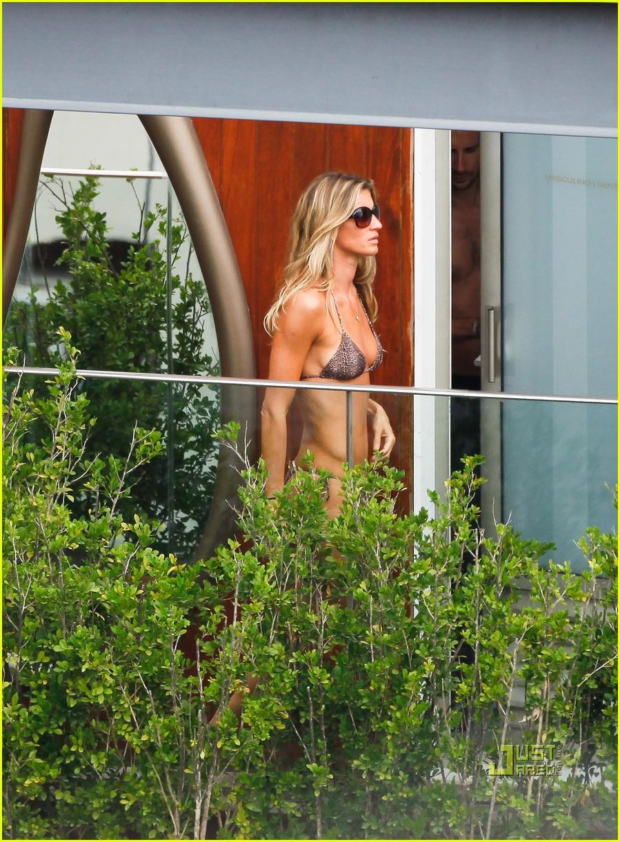 gisele bundchen bikini hotel pool brazil 12