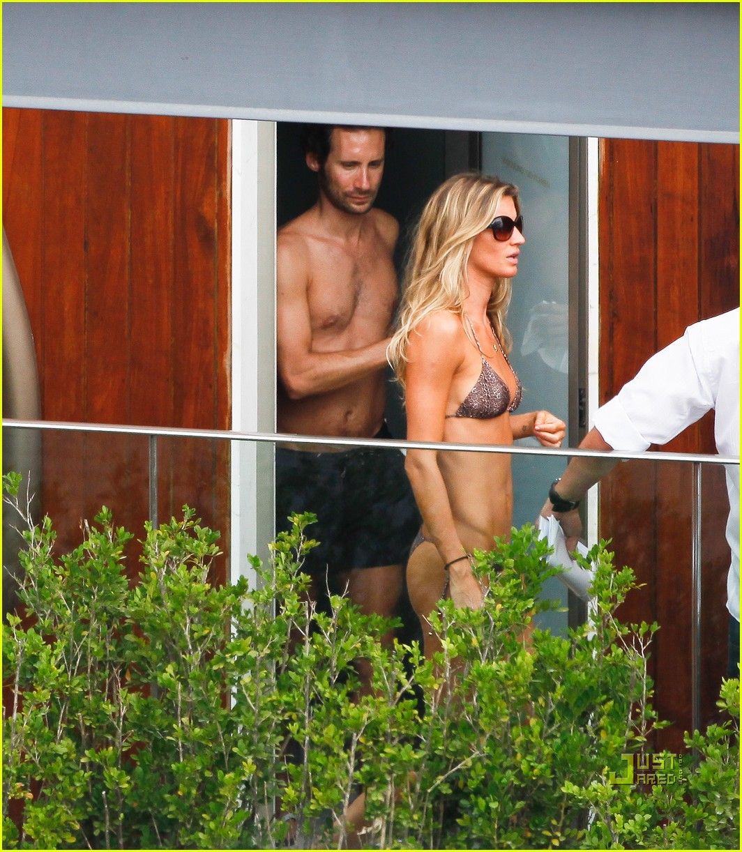gisele bundchen bikini hotel pool brazil 14