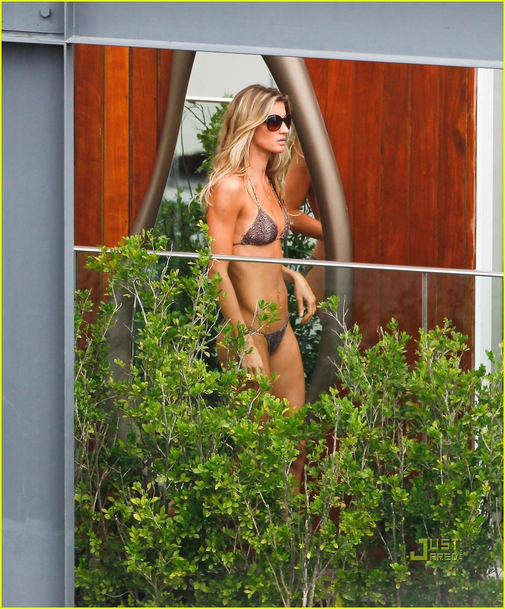 gisele bundchen bikini hotel pool brazil 16