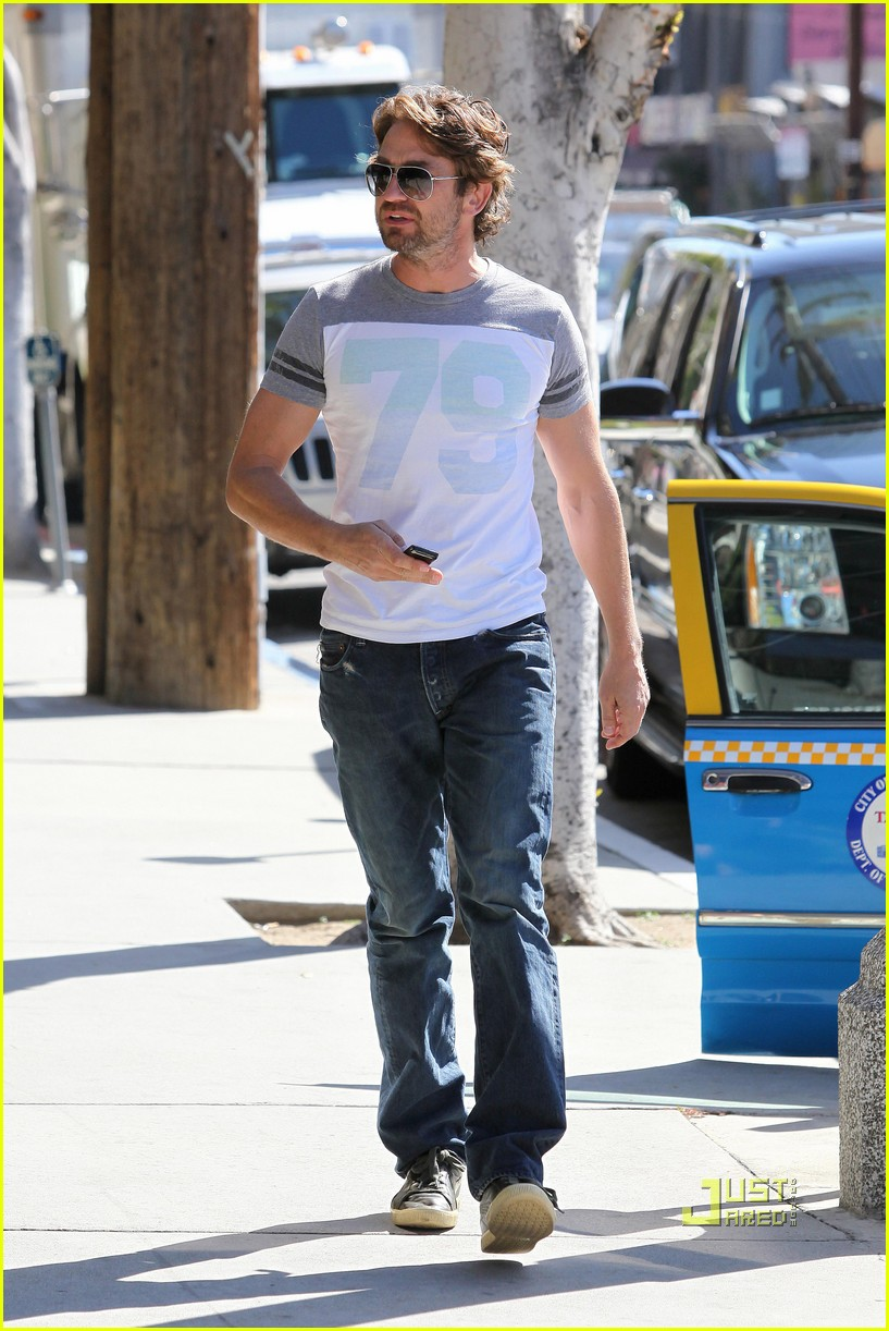 gerard butler doctors appointment 032526447