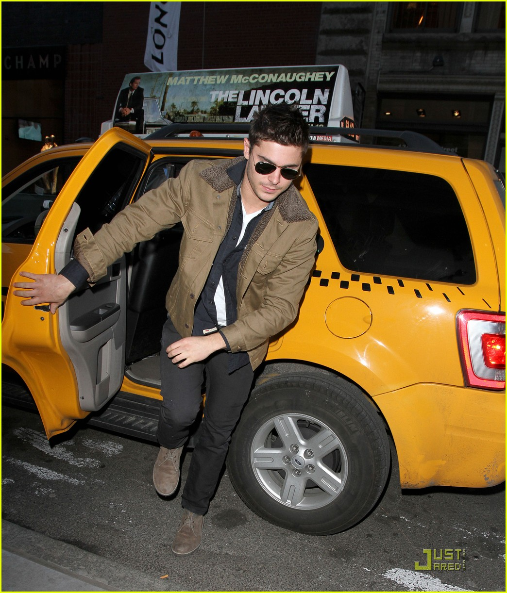 zac efron shopping in new york city 01