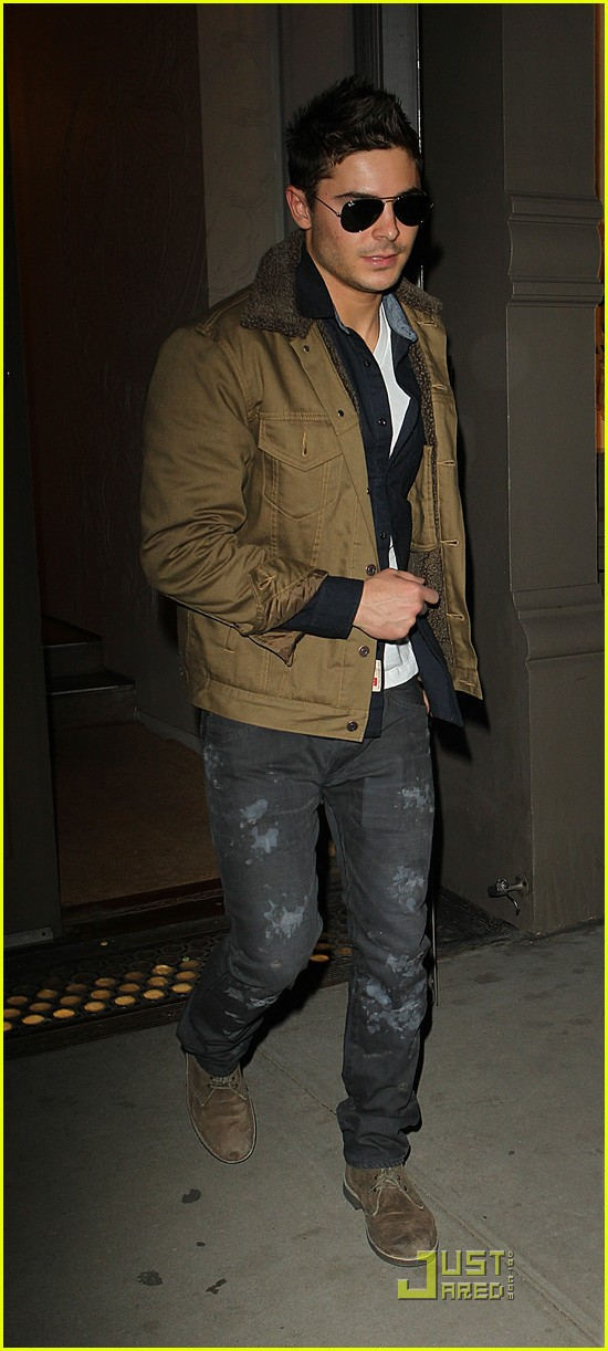 zac efron shopping in new york city 04
