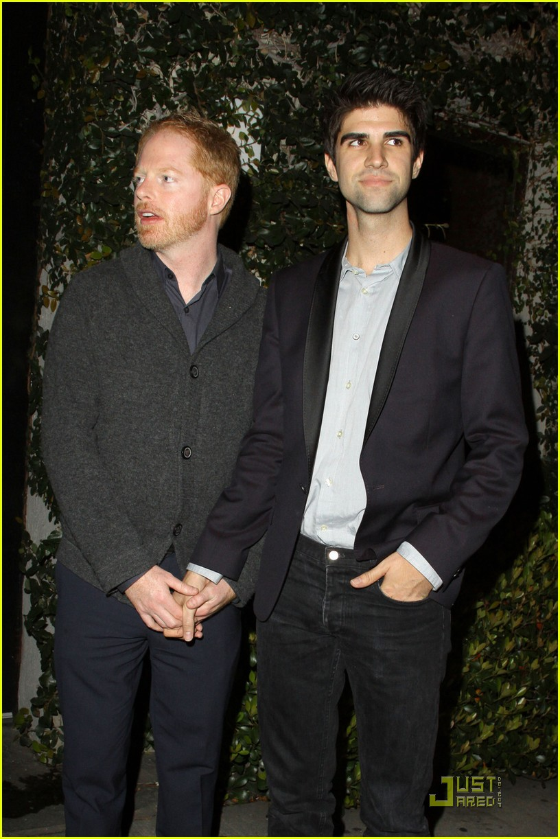 jesse tyler ferguson justin mikita dinner with modern family cast 01