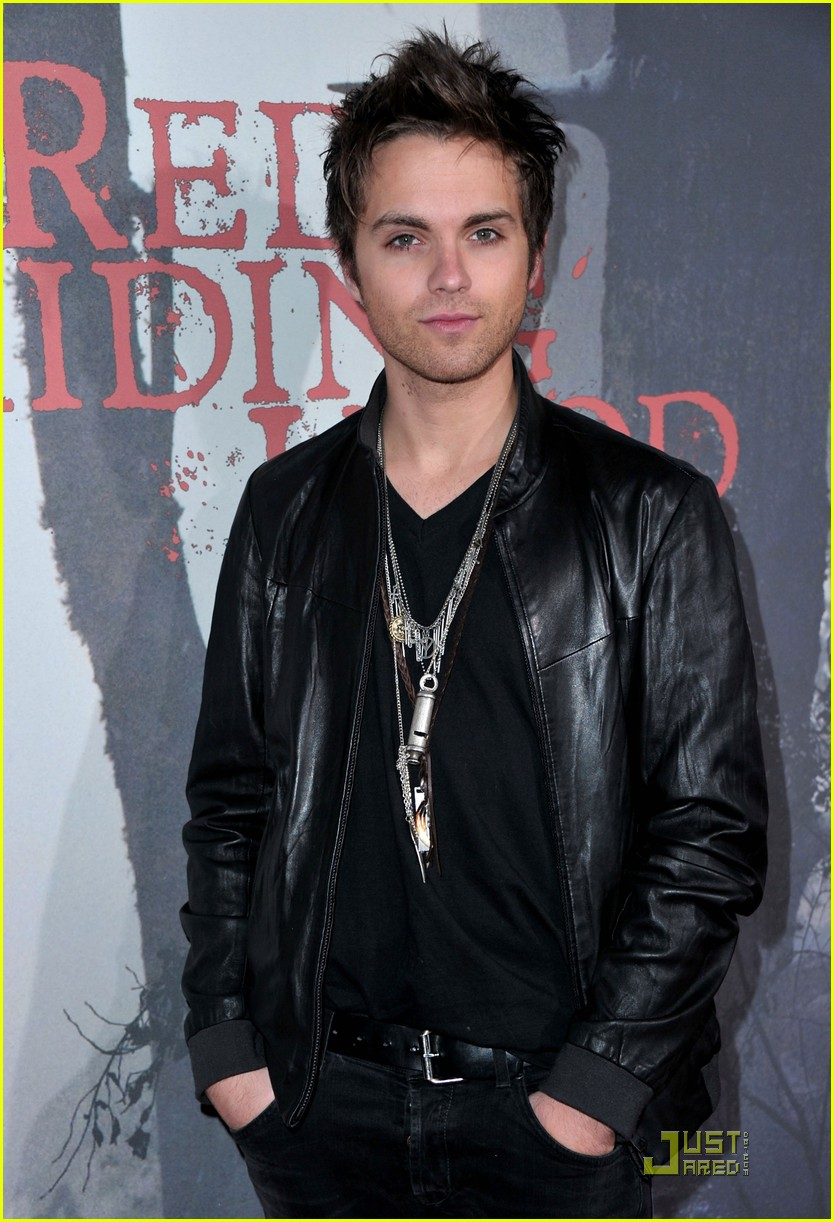 shiloh fernandez red riding hood premiere 03