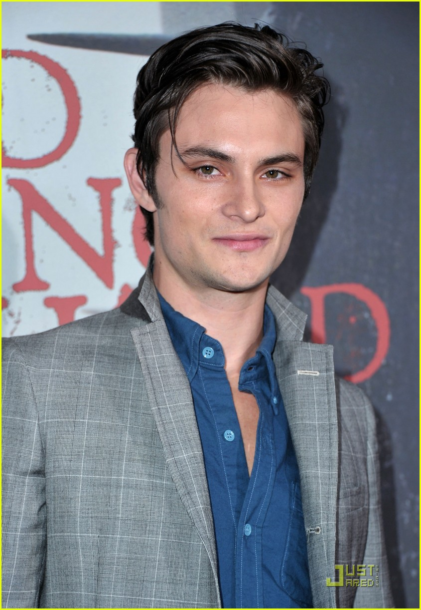 shiloh fernandez red riding hood premiere 10