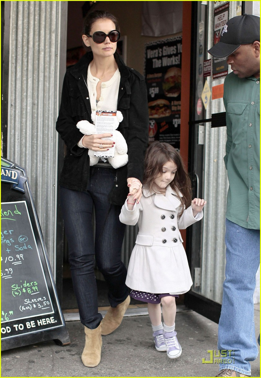 suri cruise katie holmes hamburger helper 01