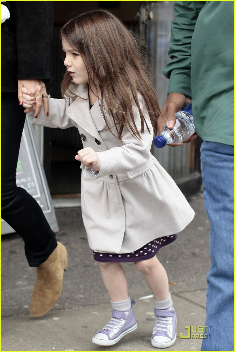 suri cruise katie holmes hamburger helper 03