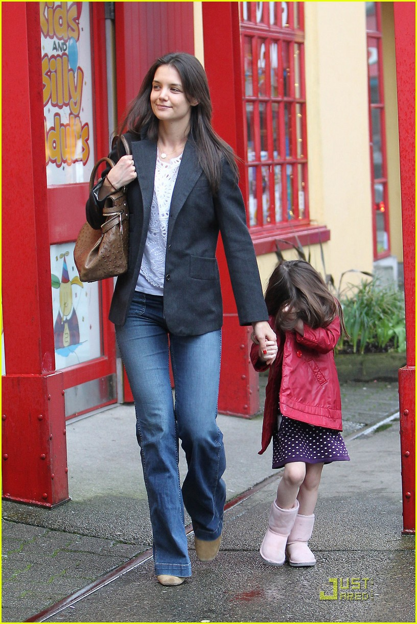 katie holmes suri kaboodles 01