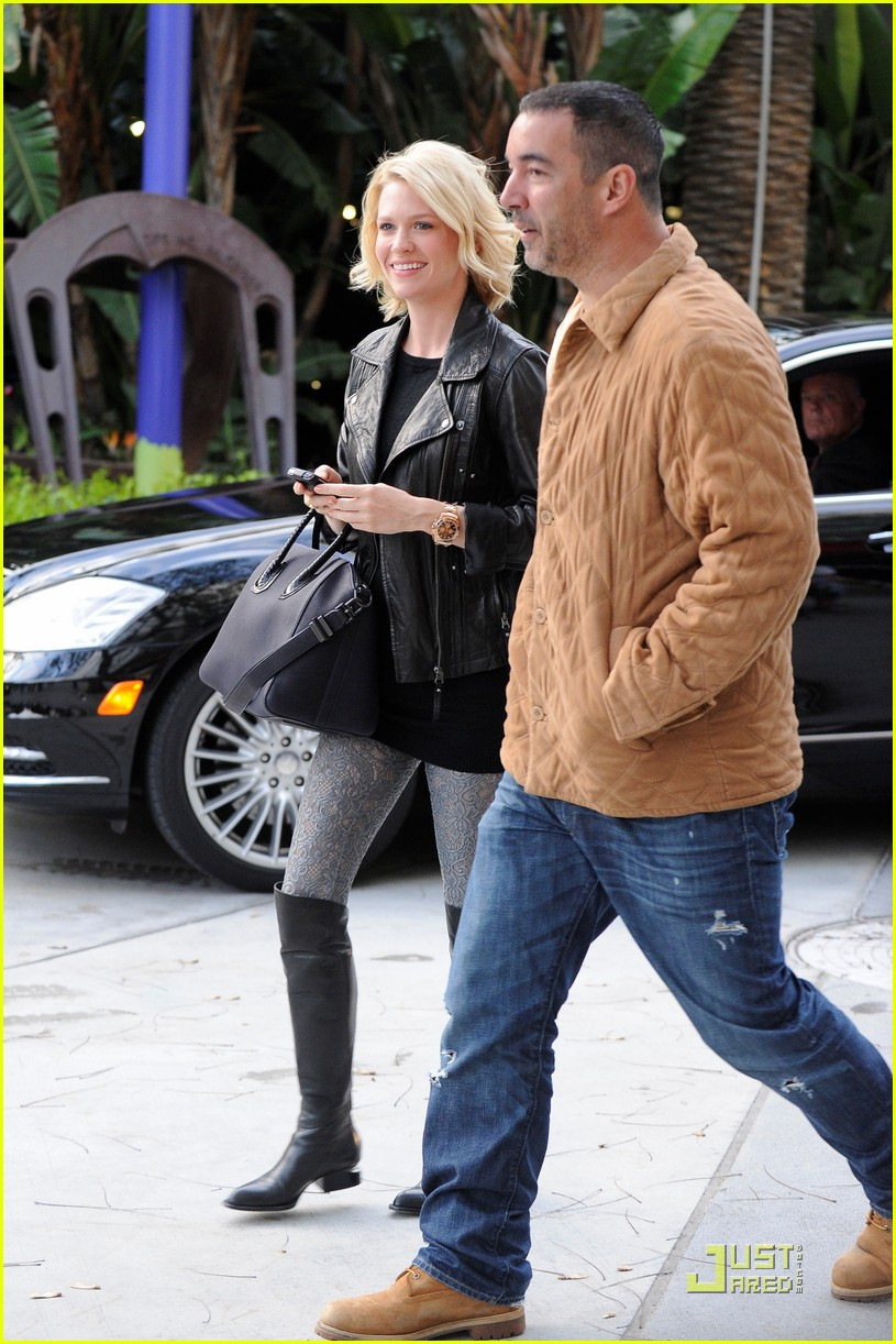 january jones adam levine lakers game 03
