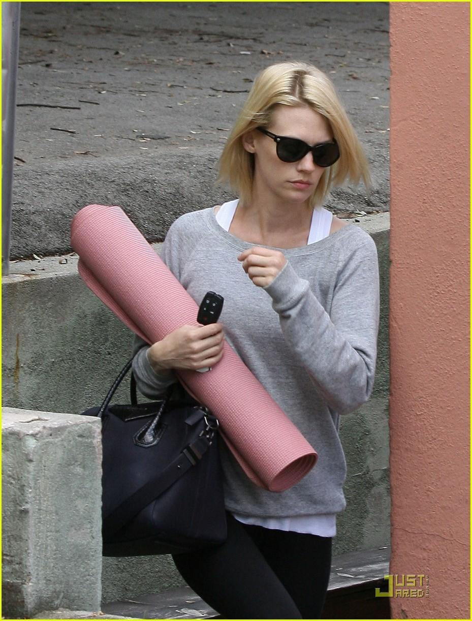 january jones yoga 01
