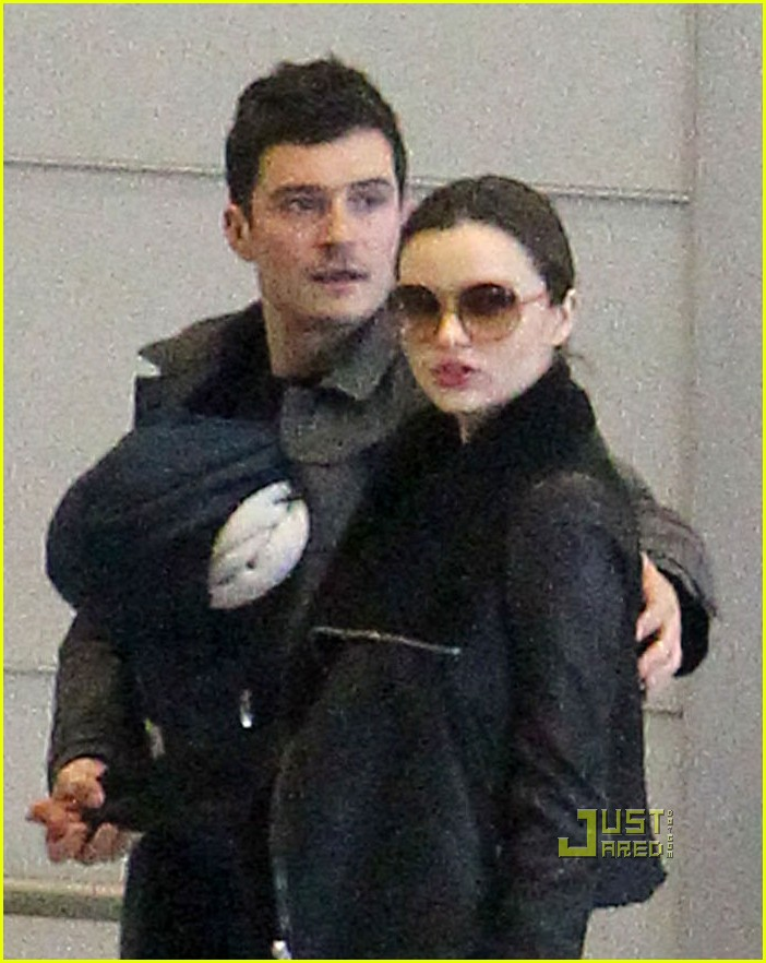 miranda kerr orlando bloom flynn paris airport 06