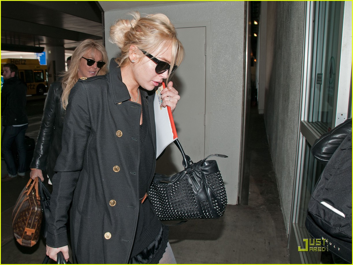 lindsay lohan leaves los angeles 02