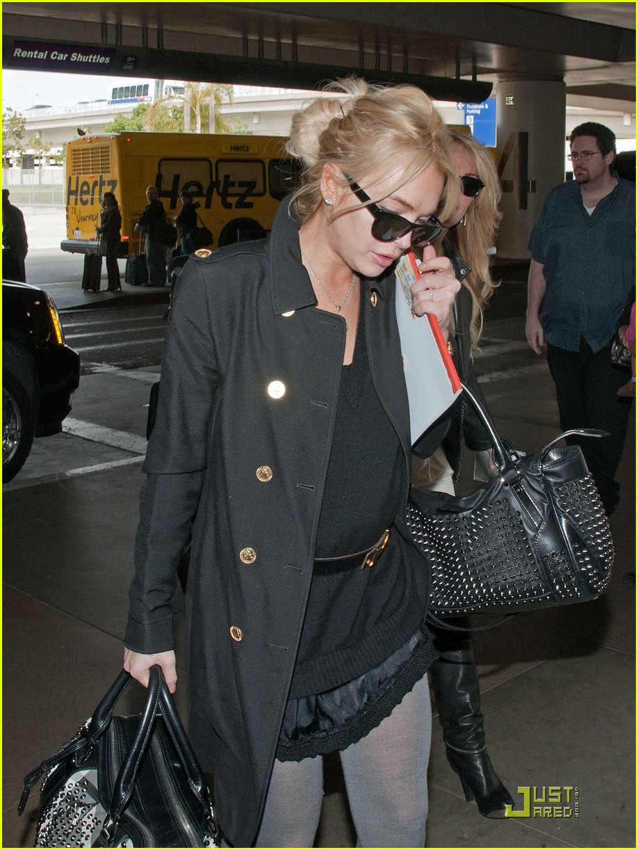 lindsay lohan leaves los angeles 052527496