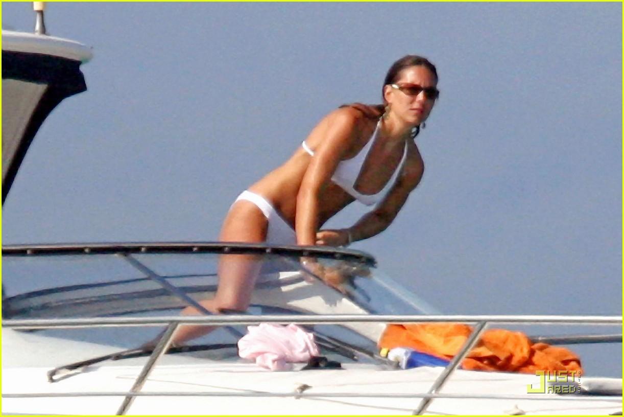 kate middleton prince william bikini 09