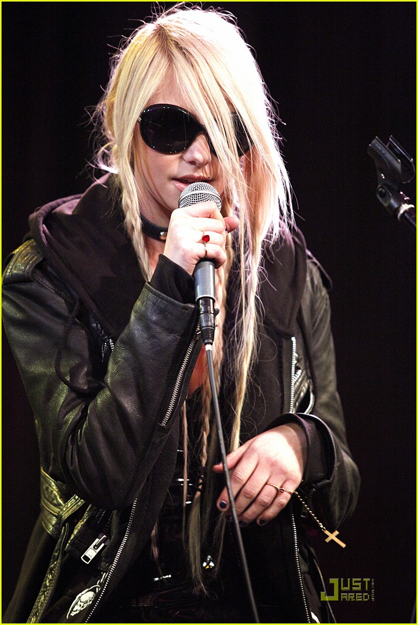 taylor momsen philadelphia performance 01