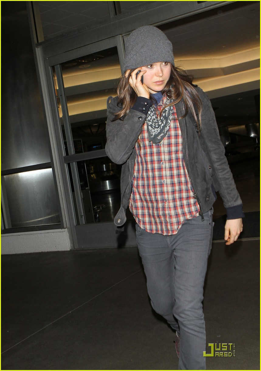 ellen page lands in los angeles 03