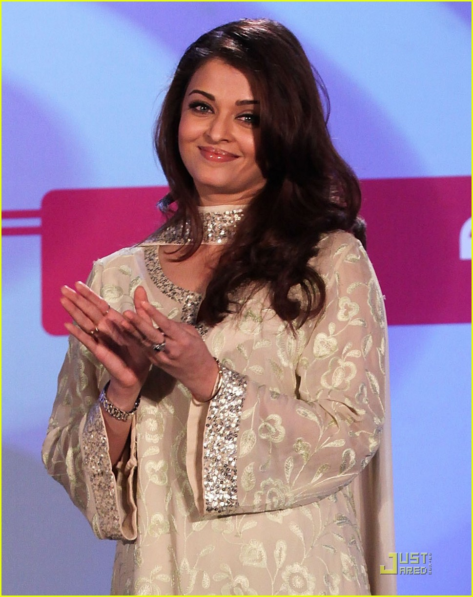 aishwarya rai womens drive awards 2011 02